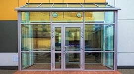 Установка входных дверей из алюминия