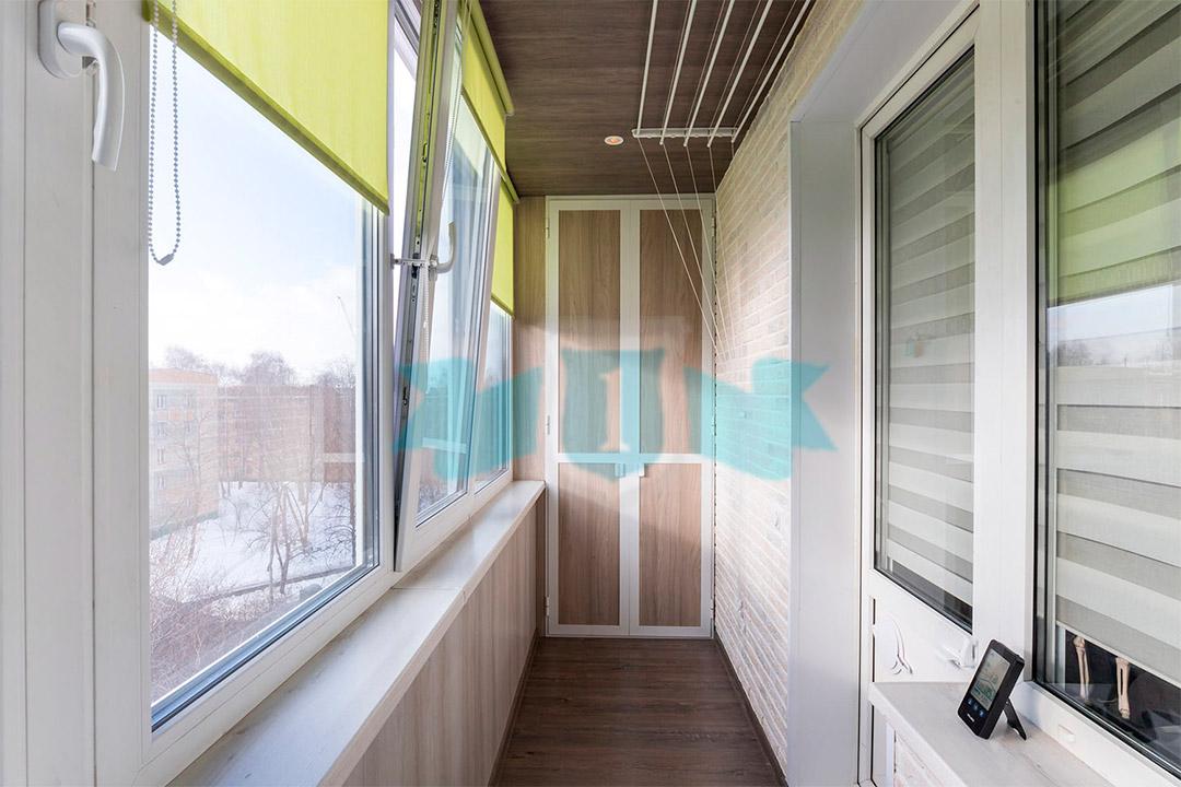Теплое остекление балкона с отделкой